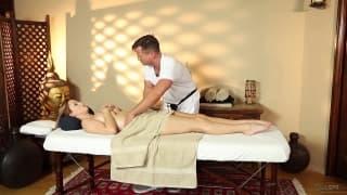 Карли Монтана любит чувственный массаж Эрика