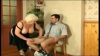 Толстая старуха наслаждается этим членом