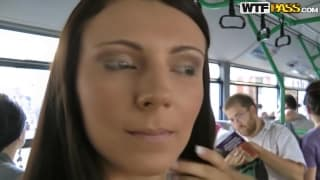 laura-s-ogromnoy-grudyu-trahaetsya-v-avtobuse-s-chuvakami
