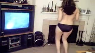 Она любит танцевать стриптиз