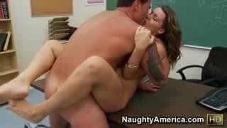 Наташа Найс порно звезда, которая любит член