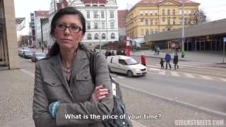 Вероника трахается с незнакомцем на улице