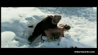 Сабрина Свит наслаждается содомией в снегу