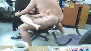 Трах в офисе во время работы