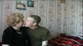 Ей нравиться делиться с ним опытом