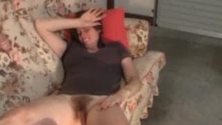 Муж любит играть с ее вагиной