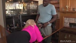 Бриджит Би - блондинка с большими сиськами