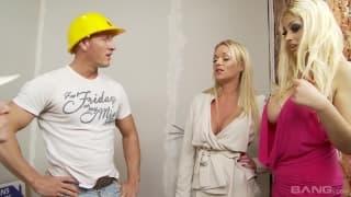 Блондинки расплачиваются со строителями сексом