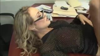 Шарли Монро трахается со своим коллегой