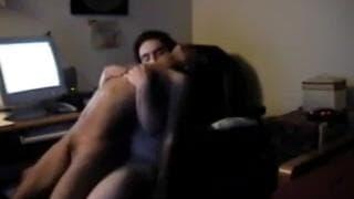 Девушка удивлена поведением своего парня