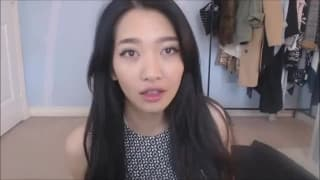 Симпатичная азиатка мастурбирует на вебку