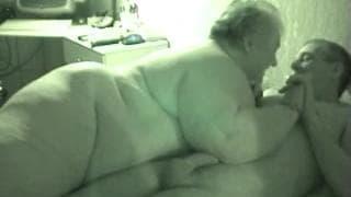 Тослтушка трахает своего худого мужчину
