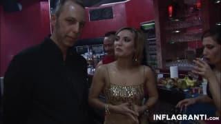 Горячая оргия в развлекательном ночном клубе