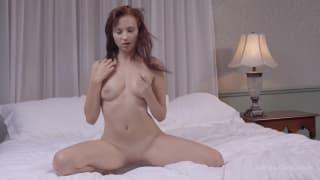 Челси Сан - прекрасная девушка хочет оргазма