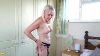 Сексуальная мамаша любит глубоко ебаться