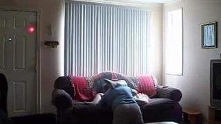 Они любят делать любительское порно на диване