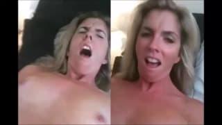 Горячая блондинка сука мастурбирует и кончает