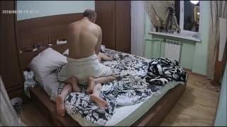 Груповуха в спальне дома у развратной Киры