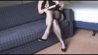 Всё, что ей нужно, это её пальцы и мастурбация